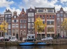 Vue des canaux d'Amsterdam lors d'un enterrement de vie de garçon