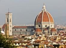 Vue sur le Duomo où la Cathédrale Santa Maria Del Fiore et son campanile lors d'une visite à Florence