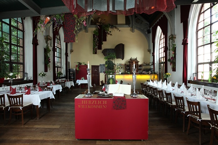 6 glises transform es en restaurant travers le monde - Restaurant vaise tout le monde a table ...